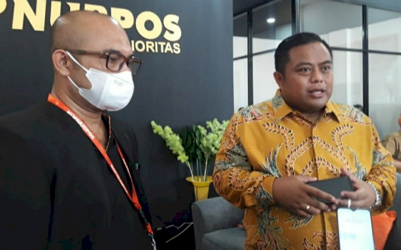 PERESMIAN. Direktur Bisnis Lending Kopnuspos Gun Gun Gunadi (kanan) didampingi Kepala Kantor Wilayah Kopnuspos 10 Sulawesi-Maluku Subhan Nur pada peresmian Rumah Kopnuspos Prioritas Cabang Makassar, Selasa (23/3/2021). foto: istimewa