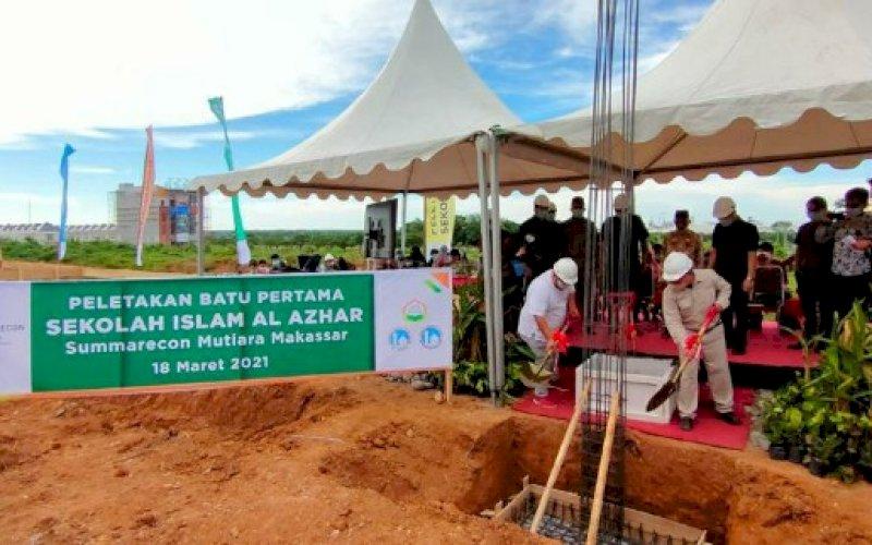 GROUND BREAKING. Seremoni peletakan batu pertama (ground breaking) Sekolah Dasar Islam Al Azhar (SDIA) 68 di kawasan Summarecon Mutiara Makassar (SMM), Kamis (18/3/2021). foto: humas smm