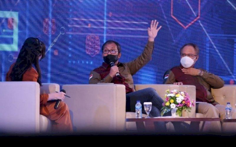 PEMBICARA. Wali Kota Makassar, Moh Ramdhan Pomanto, tampil sebagai pembicara pada talk show yang merupakan rangkaian acara South Sulawesi Digifest 2021 di UpperHills Convention Hall, Makassar, Jumat (9/4/2021). foto: humas pemkot makassar