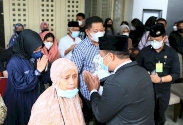 Fatmawati Rusdi Melayat ke Rumah Duka Almarhum Abdul Latif