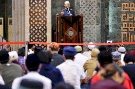 Tarawih Pertama di Masjid Al-Markaz, Plt Gubernur Sulsel Ingatkan Perbanyak Ibadah