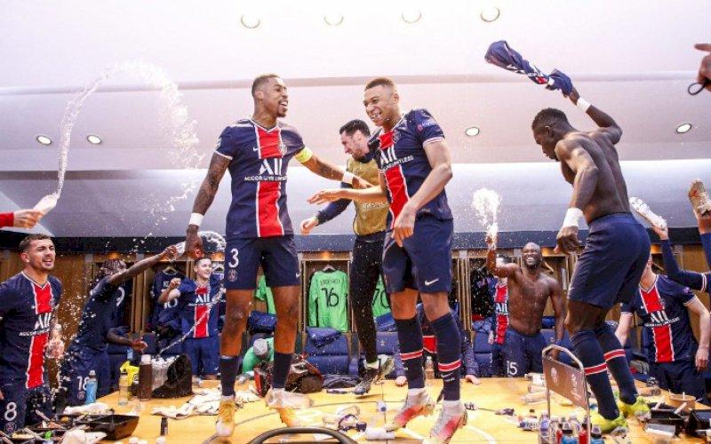 SELEBRASI. Para pemain PSG merayakan kesuksesan lolos ke babak semifinal Liga Champions pada legkedua babak perempat final Liga Champions,Rabu (14/4/2021) dini hari WITA. foto: twitter @psg_inside