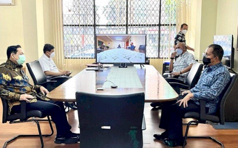 KOORDINASI. Wali Kota Makassar Moh Ramdhan Pomanto (kanan) menemui KASN yang diterima Wakil Ketua KASN Tasdik Kinanto di Kantor KASN, Jl MT Haryono, Jakarta, Jumat (16/4/2021). foto: humas pemkot makassar