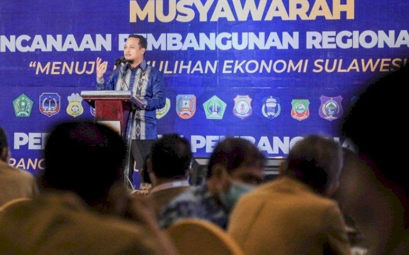 MUSRENBANG REGIONAL. Plt Gubernur Sulsel, Andi Sudirman Sulaiman, saat Musrenbang Regional Sulawesi yang digelar di Kendari, Sulawesi Tenggara, Senin (19/4/2021). foto: humas pemprov sulsel