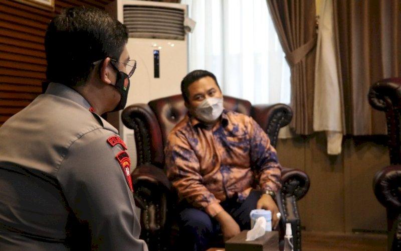 KUNJUNGAN. Kapolda Sulsel Irjen Pol Merdisyam menerima Ketua KPID Sulsel Muhammad Hasrul Hasan di ruang kerjanya, Selasa (20/4/2021). foto: kpid sulsel