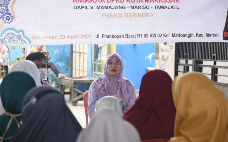 RESES. Anggota DPRD Kota Makassar, Budi Hastuti, menggelar reses kedua masa sidang kedua tahun anggaran 2020-2021 di Jl Flamboyan, Kecamatan Mariso, Kota Makassar, Selasa (20/4/2021). foto: istimewa