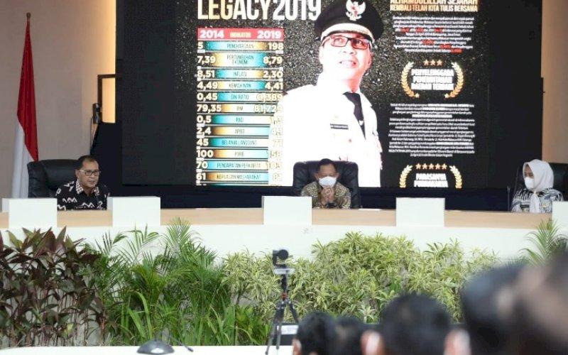 JAMUAN. Wali Kota dan Wakil Wali Kota Makassar Moh Ramdhan Pomanto-Fatmawati Rusdi menjamu Mendagri Tito Karnavian di Kantor Balai Kota Makassar, Kamis (22/4/2021). foto: humas pemkot makassar