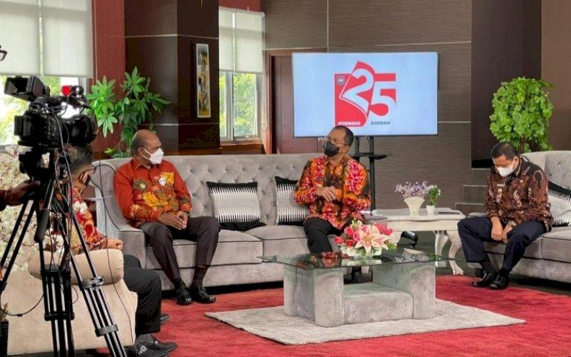 PEMBICARA. Wali Kota Makassar, Mohammad Ramdhan Pomanto (kedua kanan), didaulat menjadi pembicara di acara Talkshow Kementerian Dalam Negeri dalam rangka HUT Otonomi Daerah Ke-25 Tahun di Jakarta, Jumat (23/4/2021). foto: humas pemkot makassar
