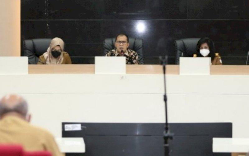 PIMPIN RAPAT. Wali Kota Makassar, Moh Ramdhan Pomanto, memimpin rapat koordinasi Makassar Recover, Senin (26/4/2021). foto: humas pemkot makassar