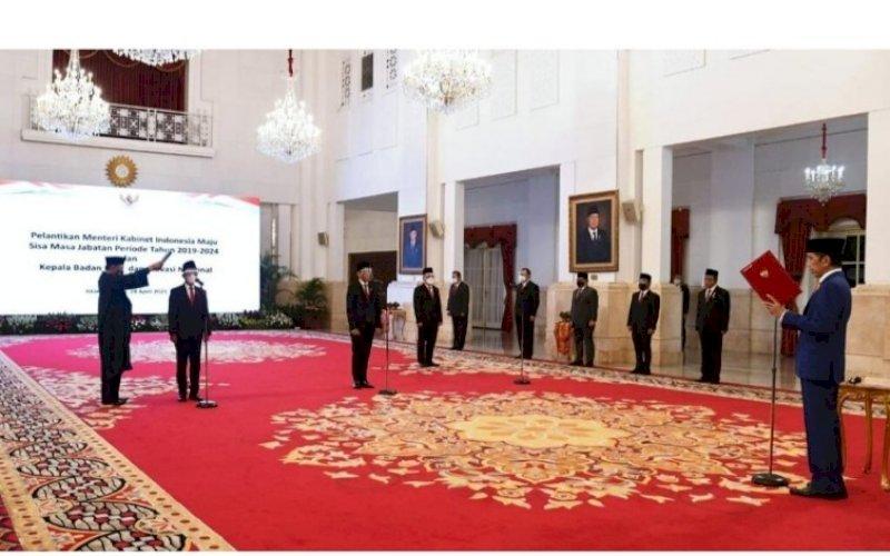 PELANTIKAN. Presiden Joko Widodo melantik dua menteri Kabinet Indonesia Maju dan Kepala BRIN di Istana Negara, Jakarta, Rabu (28/4/2021). foto: bpmi setpres
