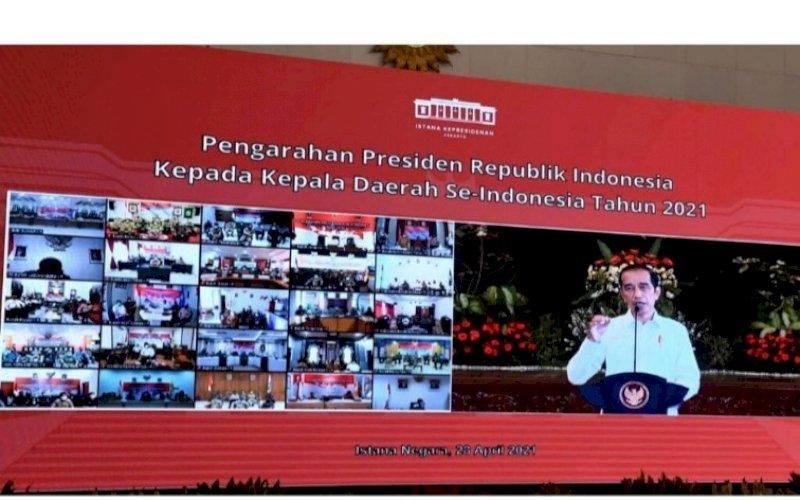 PENGARAHAN. Presiden Joko Widodo saat menyampaikan arahan secara virtual kepada seluruh kepala daerah se-Indonesia, Rabu (28/4/2021). foto: bpmi setpres
