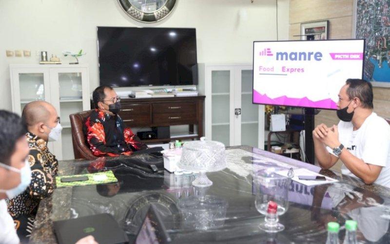 KUNJUNGAN. Wali Kota Makassar, Moh Ramdhan Pomanto, menerima kunjungan perwakilan Manre Food & Expres di kediaman pribadinya, Jl Amirullah, Kota Makassar, Kamis (29/4/2021). foto: humas pemkot makassar