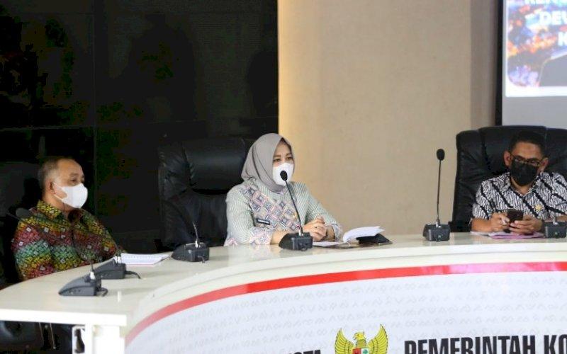 RAPAT KOORDINASI. Wakil Wali Kota Makassar, Fatmawati Rusdi, membuka acara rapat koordinasi penyusunan RAD dengan kerangka SDGs Kota Makassar untuk periode 2021-2026 di Ruang Rapat Sipakale'bi Lantai 2, Balai Kota Makassar, Kamis (29/4/2021). foto: humas pemkot makassar