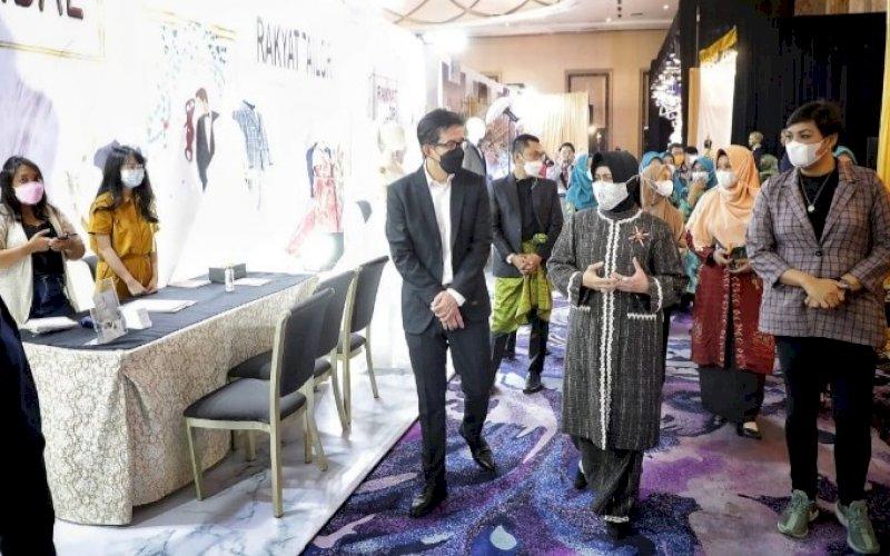 PEMBUKAAN. Ketua TP PKK Makassar, Indira Jusuf Ismail, menghadiri sekaligus membuka Royal Wedding Fair 2021 di Upperhills Convention Hall Makassar, Kamis (29/4/2021). foto: humas pemkot makassar