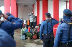 Danny Lepas Ratusan Petugas Damkar dan BPBD Sterilkan 1.700 Masjid
