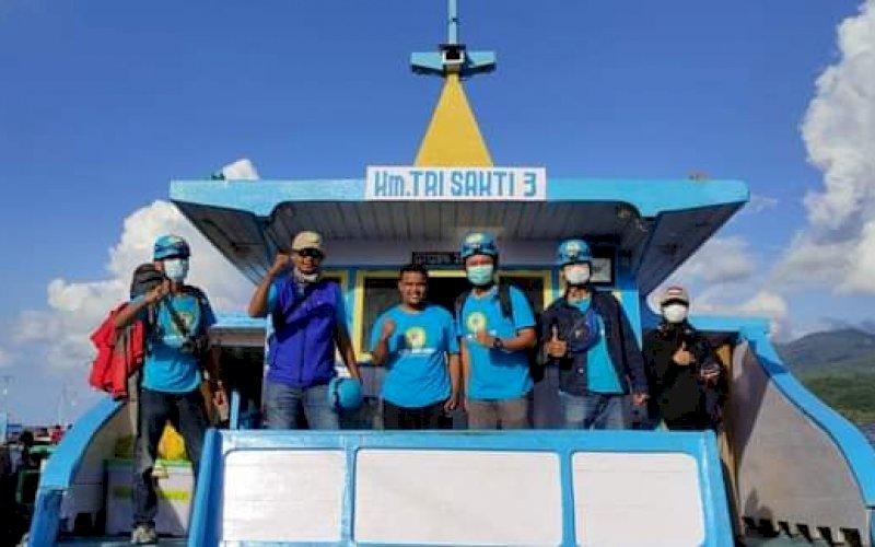 GELORA PEDULI. Partai Gelora membantu korban banjir bandang dan tanah longsong di sejumlah daerah di Nusa Tenggara Barat (NTB) dan Nusa Tenggara Timur (NTT) dengan mengirimkan bantuan dan tim Blue Helmet. foto: humas gelora sulsel