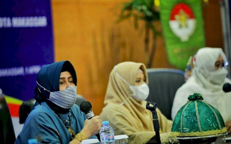 SOSIALISASI. Ketua TP PKK Makassar, Indira Yusuf Ismail (kiri), menghadiri sosialisasi UPT PPA di Claro Hotel Makassar, Kamis (1/4/2021). foto: istimewa