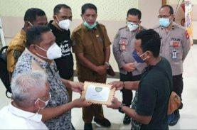 Wali Kota Tual Kunjungi Korban Bom di Gereja Katedral Makassar
