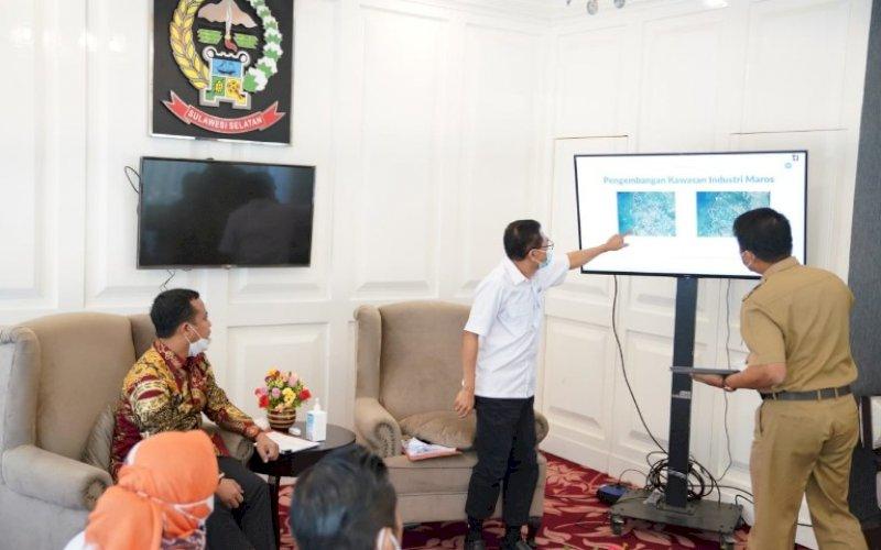 AUDIENSI. Plt Gubernur Sulsel, Andi Sudirman Sulaiman, menerima audiensi Plt Direktur Utama PT KIMA Muhammad Mahmud bersama rombongan, Senin (4/5/2021). foro: humas pemprov sulsel