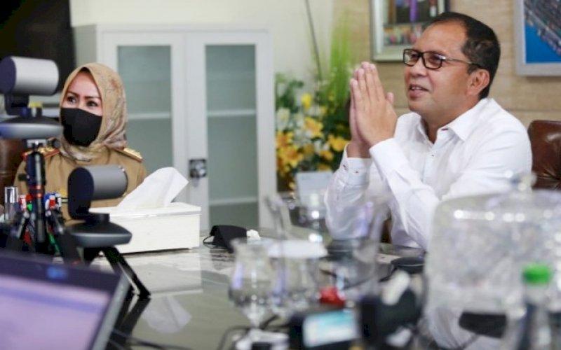 PEMBICARA ZOOM. Wali Kota Makassar, Moh Ramdhan Pomanto, saat hadir sebagai pembicara pada Acara Pulang Kampung Digital secara Zoom, Selasa (4/5/2021). foto: humas pemkot makassar
