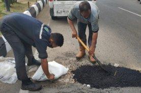 MCC Inisiatif Tambal Jalan Berlubang