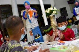 Anak-anak Tampilkan Kreasi Limbah Plastik di Rujab Wagub Sulsel