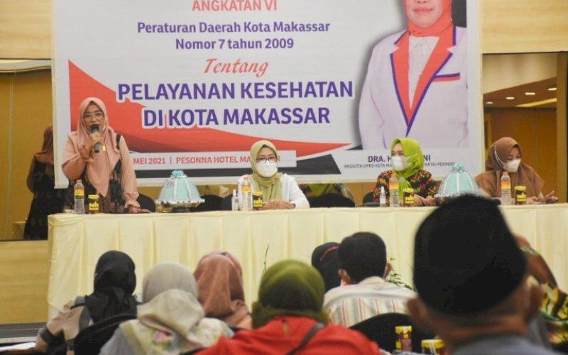SOSIALISASI PERDA. Anggota DPRD Kota Makassar, Hj Kartini, melakukan Sosialisasi Perda Kota Makassar Nomor 7 tahun 2009 tentang Pelayanan Kesehatan di Hotel Pesonna Makassar, Sabtu (8/5/2021). foto: istimewa