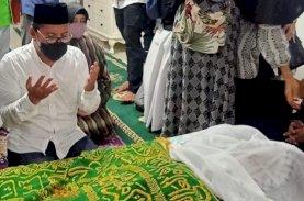 Danny Pomanto Melayat dan Doakan Almarhum AG KH Sanusi Baco