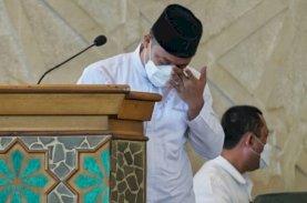 Plt Gubernur Sulsel Meneteskan Air Mata Saat Pelepasan Jenazah AG KH Sanusi Baco