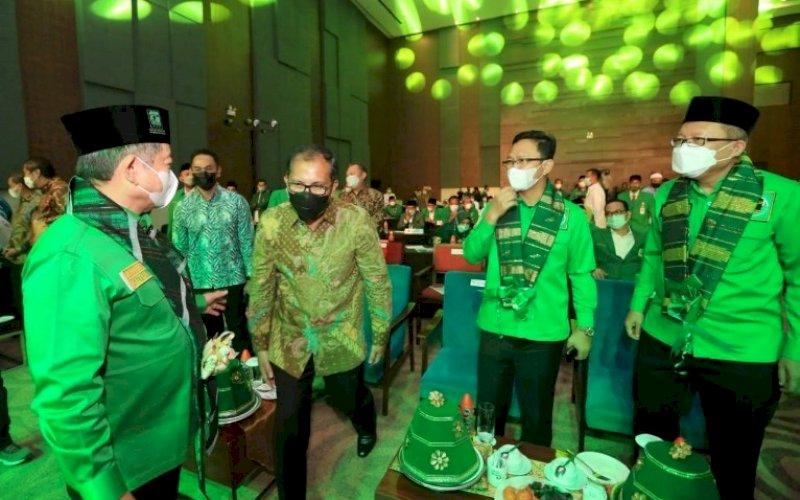 MUSWIL PPP. Wali Kota Makassar, Moh Ramdhan Pomanto (kedua kiri), menghadiri Muswil VIII DPW PPP Sulsel yang diadakan di Hotel Sheraton Makassar, Sabtu (22/5/2021). Turut hadir Ketua Umum DPP PPP Suharso Monoarfa (kiri). foto: humas pemkot makassar