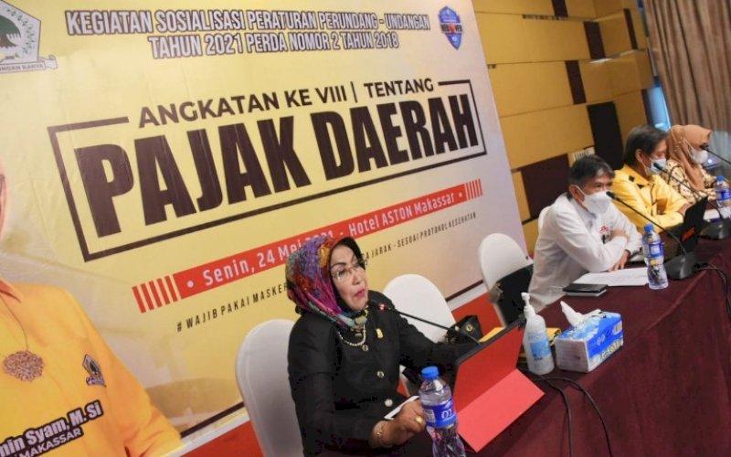 SOSIALISASI PERDA. Anggota DPRD Kota Makassar, Apiaty Amin Syam, menggelar Sosialisasi Perda nomor 2 tahun 2018 tentang Pajak Daerah di Hotel Aston Makassar, Senin (24/5/2021). foto: istimewa