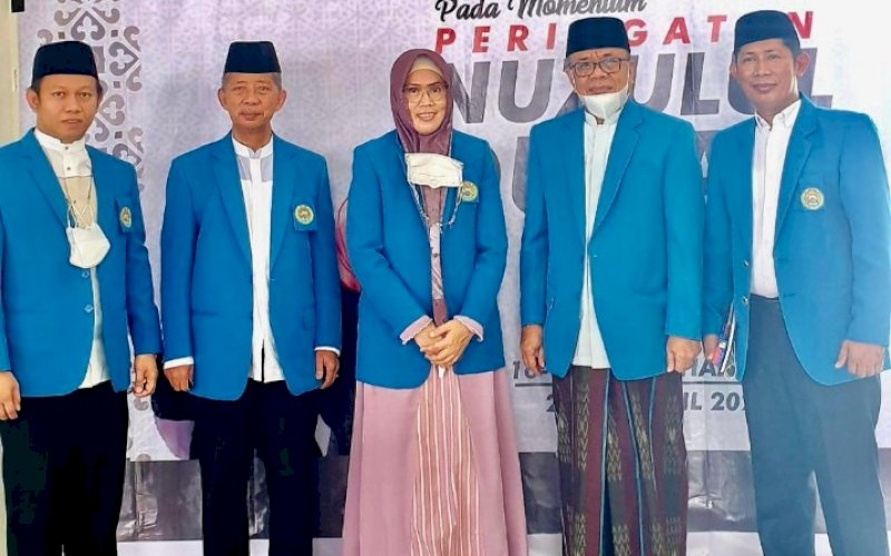 RAIS SYURIAH. AG Prof DR KH Najamuddin Abd Safa LC MA (kedua kiri) bersama Rektor UIM DR Ir Hj Andi Majdah M Zain MSi (tengah). Prof Najamuddin Terpilih Rais Syuriah NU Sulsel. foto: humas uim