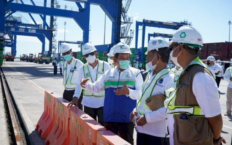 TERIMA KUNJUNGAN. Direksi PT Pelabuhan Indonesia IV (Persero) saat menerima rombongan ISOI yang dipimpin Deputi Bidang Koordinasi Sumber Daya Maritim, Kemenko Kemaritiman dan Investasi, Safri Burhanuddin, Jumat (28/5/2021). foto: humas pelindo IV