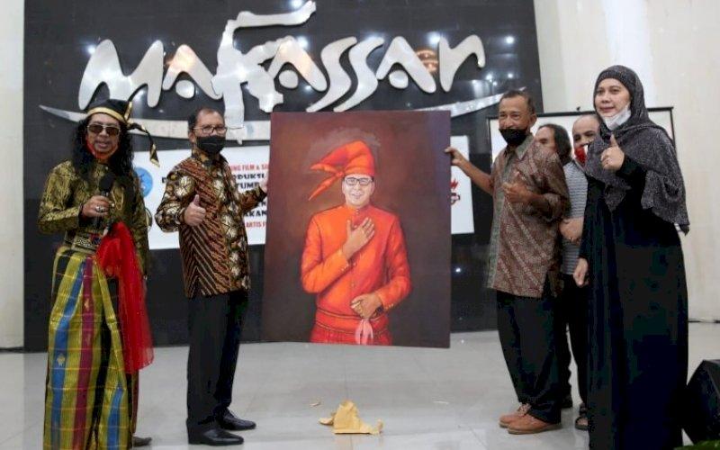 SILATURAHMI. Wali Kota Makassar, Moh Ramdhan Pomanto, menghadiri acara silaturahmi bersama insan perfilman Kota Makassar yang digelar di Baruga Anging Mammiri Makassar, Minggu (30/5/2021). foto: humas pemkot makassar
