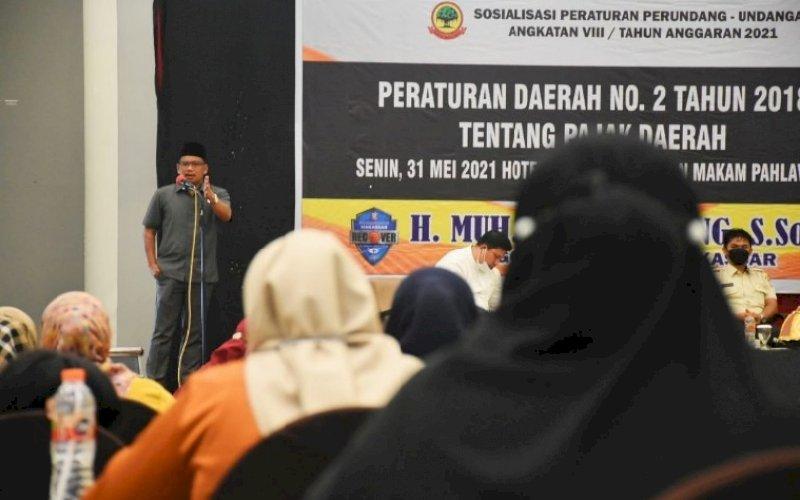 SOSIALISASI PERDA. Anggota DPRD Kota Makassar, Nasir Rurung, menggelar sosialisasi Perda Kota Makassar nomor 2 tahun 2018 tentang Pajak Daerah di Hotel Maxone Makassar, Senin (31/5/2021). foto: istimewa