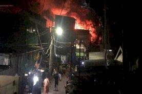 Breaking News, Kebakaran Hebat Melanda Perumahan Padat Penduduk di Tinumbu