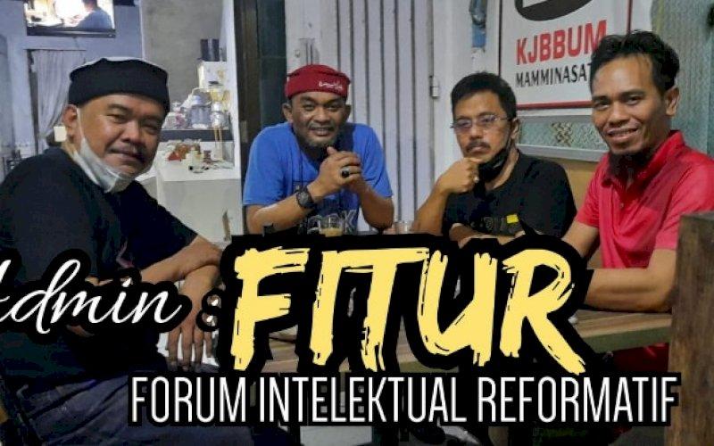 INTELEKTUAL SOPPENG. Djusman AR (kedua kiri) bersama kalangan intelektual Kabupaten Soppeng dari berbagai latar belakang membentuk forum Forum Intelektual Reformatif (FITUR). foto: istimewa