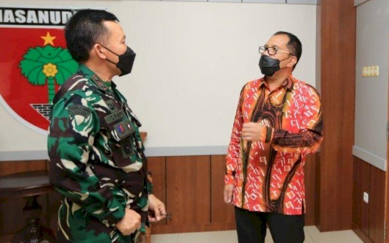 PERTEMUAN. Wali Kota Makassar Moh Ramdhan Pomanto (kanan) menemui Pangdam XIV Hasanuddin Mayor Jenderal TNI Mochamad Syafei Kasno, Kamis (3/6/2021). foto: humas pemkot makassar