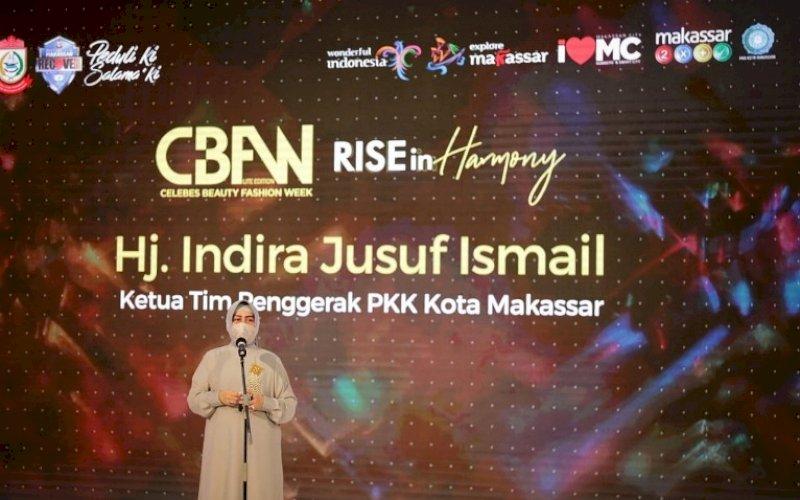SAMBUTAN. Ketua Tim Penggerak PKK, Indira Jusuf Ismail, memberikan sambutan saat membuka CBFW 2021 di Atrium Trans Studio Mal Makassar, Jumat (4/6/2021). foto: humas pemkot makassar