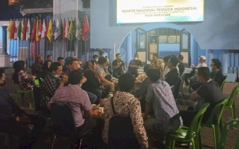 SILATURAHMI. Suasana silaturahmi pengurus DPD II KNPI Kota Makassar bersama OKP berhimpun dan alumni pengurus KNPI Makassar di halaman Sekretariat KNPI Makassar, Jl AP Pettarani, Minggu (6/6/2021). foto: knpi makassar