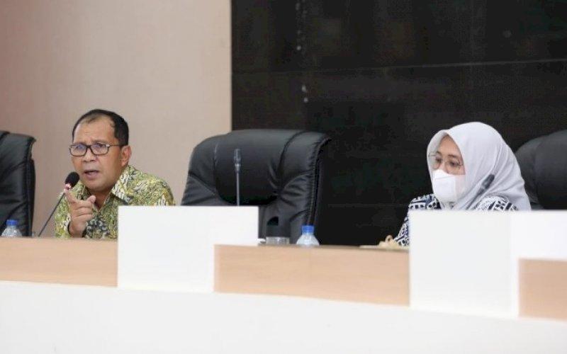 BAHASA RPJMD. Wali Kota Makassar Moh Ramdhan Pomanto bersama wakilnya Fatmawati Rusdi pada rapat koordinasi membahas RPJMD di Ruang Sipakatau, Balai Kota Makassar, Kamis (10/6/21). foto: humas pemkot makassar