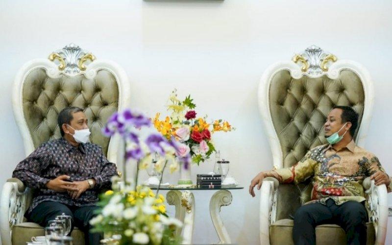 SILATURAHMI. Plt Gubernur Sulsel Andi Sudirman Sulaiman menerima kunjungan silaturahmi Bupati Wajo Amran Mahmud di Rujab Wagub Sulsel, Rabu (16/6/2021). foto: humas pemprov sulsel