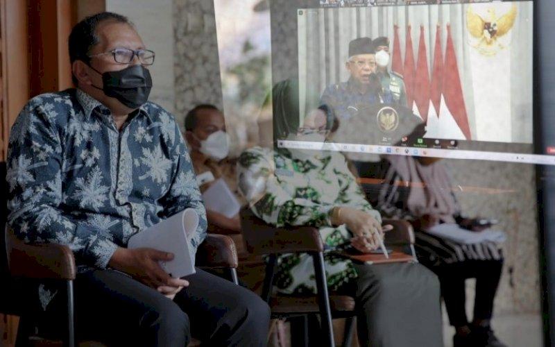 PERINGATAN HARGANAS. Walikota Makassar Moh Ramdhan Pomanto usai menghadiri peringatan Hari Keluarga Nasional (Harganas) 2021 secara meeting Zoom di kediaman pribadinya, Jl Amirullah, Kota Makassar, Selasa (29/6/2021). foto: humas pemkot makassar