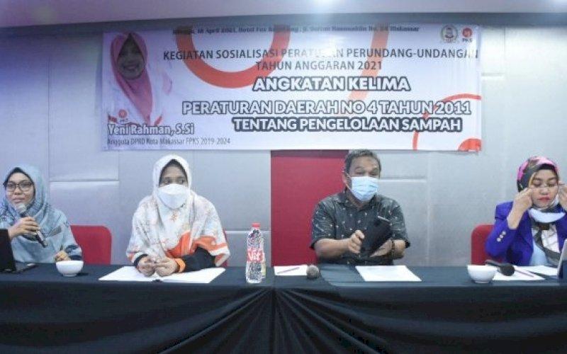 SOSIALISASI PERDA. Anggota DPRD Makassar, Yeni Rahman, sosialisasikan Perda Pengelolaan Sampah di Hotel Fox Lite Makassar, Minggu (18/4/2021). foto; istimewa