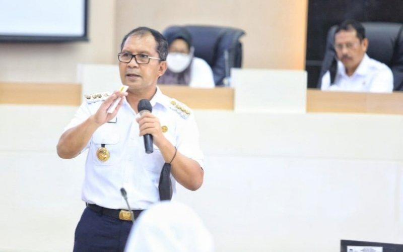 RAPAT KOORDINASI. Wali Kota Makassar, Moh Ramdhan Pomanto, memimpin rapat koordinasi bersama seluruh stakeholder yang terlibat dalam Makassar Recover di ruang pertemuan Sipakalebbi, Kantor Balai Kota Makassar, Selasa (30/6/2021). foto: humas pemkot makassar