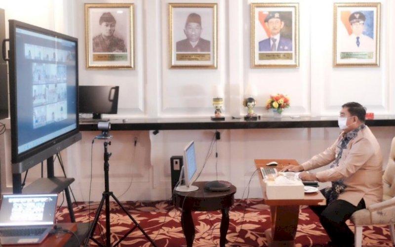 SAMBUTAN. Sekda Provinsi Sulsel, Abdul Hayat Gani, memberikan sambutan pada acara pembahasan dan evaluasi BPK RI Sulsel secara virtual di Kantor Gubernur Sulsel, Kamis (1/7/2021). foto: humas pemprov sulsel