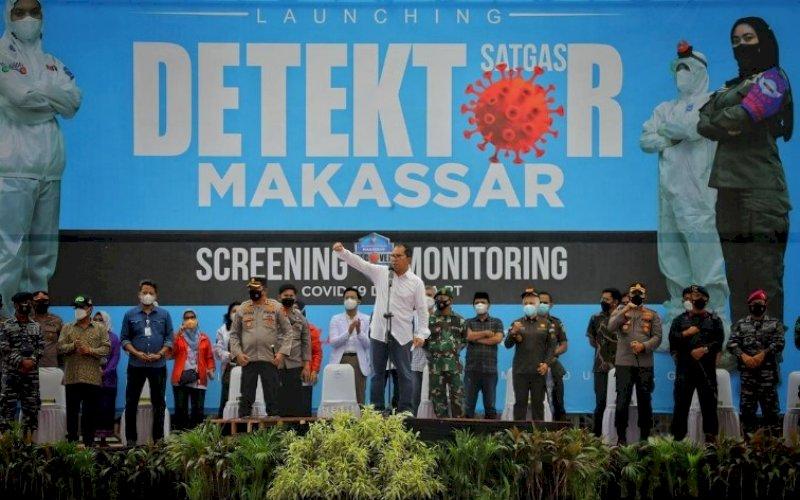PELUNCURAN. Wali Kota Makassar Moh Ramdhan Pomanto bersama Wakil Wali Kota Makassar Fatmawati Rusdi secara resmi meluncurkan Satgas Detektor Covid-19 di Lapangan Karebosi Makassar, Jumat (2/7/2021). foto: humas pemkot makassar