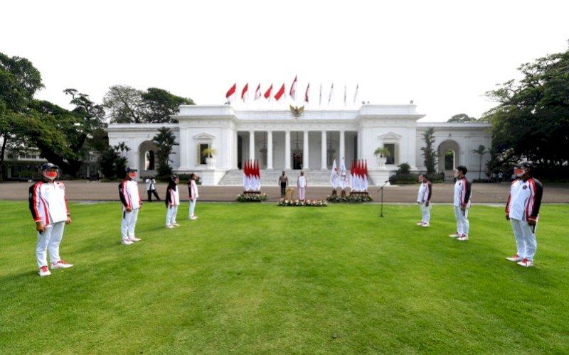 UPACARA PELEPASAN. Presiden Joko Widodo pada Upacara Pelepasan Tim Indonesia Menuju Olimpiade Tokyo Tahun 2021 di Halaman Istana Merdeka, Jakarta, Kamis (8/7/2021). foto: istimewa