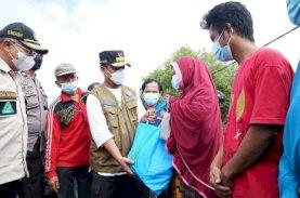 Plt Gubernur Sulsel Serahkan Rp3,5 Miliar Bantuan Keuangan dan Penanganan Banjir di Jeneponto