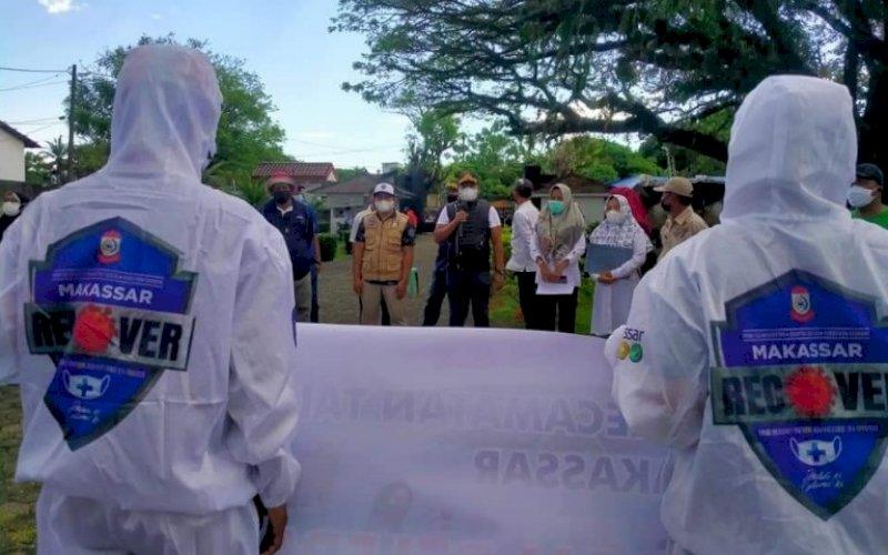 APEL. Lurah Tallo, Andi Muhammad Adri, memimpin Apel Kesiapan dan Pelepasan Tim Detektor dan Tenaga Kesehatan Makassar Recover di Halaman Kompleks Makam Raja-raja Tallo, Sabtu (10/7/2021). foto: istimewa